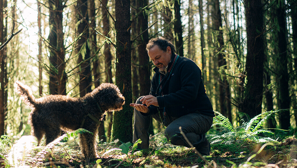 Charles Lefevre and his dog, Dante. Photograph by Eric Wolfinger for Eating Well by Rowan Jacobsen.
